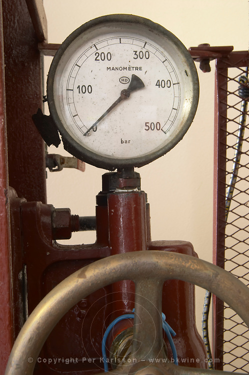 Pressure gauge. Old vertical basket press. Chateau la Grace Dieu les Menuts, Saint Emilion, Bordeaux, France