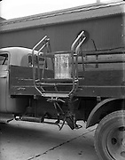 "19/02/1953<br /> 02/19/1953<br /> 19 February 1953<br /> Demonstration at McCairns Motors Ltd., Alexandra Road Dublin of new truck attachment the ""Tele Hoist"" for loading lorries."
