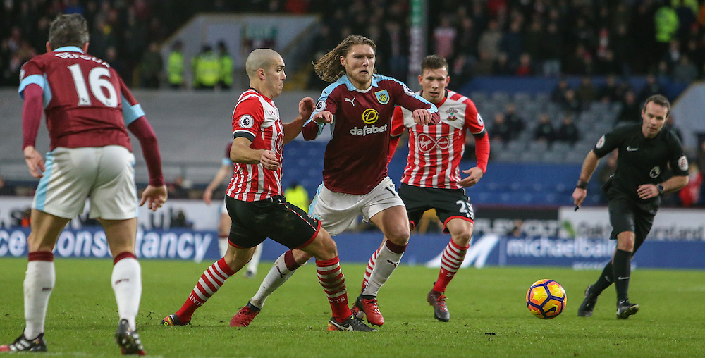 Burnley's Jeff Hendrick battles with Southampton's Oriol Romeu<br /> <br /> Photographer Alex Dodd/CameraSport<br /> <br /> The Premier League - Burnley v Southampton - Saturday 14th January 2017 - Turf Moor - Burnley<br /> <br /> World Copyright © 2017 CameraSport. All rights reserved. 43 Linden Ave. Countesthorpe. Leicester. England. LE8 5PG - Tel: +44 (0) 116 277 4147 - admin@camerasport.com - www.camerasport.com