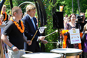 Koning Willem Alexander en Koningin Maxima op provinciebezoek in Groningen.<br /> <br /> King Willem Alexander and Queen Maxima visit the province of  Groningen<br /> <br /> Op de foto:  Wandeling naar Tuinkoepel, muziek van leerlingen Kunstbedrijven Westerkwartier.<br /> <br /> <br /> Walk to Garden Dome, music students of Arts Companies<br /> Westerkwartier.