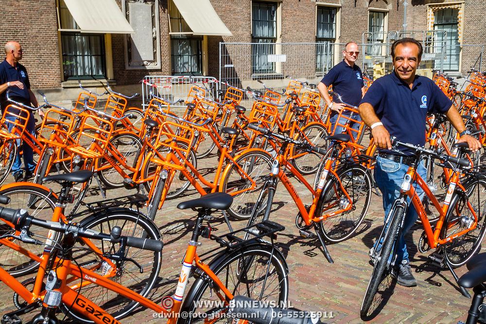 NLD/Den Haag/20160824 - Huldiging sporters Rio 2016, alle oranje Gazelle fietsen