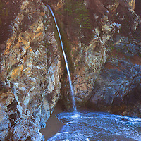 USA, California, Big Sur. McWay Falls at Julia Pfeiffer Burns State Park in Big Sur on Pacific Coast Highway 1.