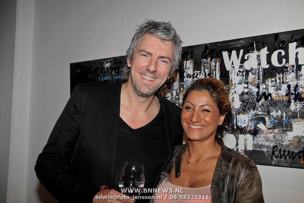 """NLD/Almere/20110624 - Expositie opening Ruud de Wild """"Moving"""" Galerie aan de Amstel, Ruud de Wild met zwangere partner Aafke de Wild-Burggraaff"""