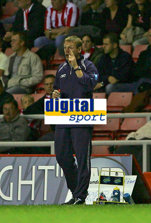Fotball<br /> England 2005/2006<br /> Foto: SBI/Digitalsport<br /> NORWAY ONLY<br /> <br /> Sunderland v Manchester City<br /> The Barclays Premiership.<br /> 23/08/2005.<br /> Manchester City's Stuart Peirce instructs his players to think