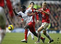 Fotball<br /> Champions League 2004/05<br /> Manchester United v Lyon<br /> 23. november 2004<br /> Foto: Digitalsport<br /> NORWAY ONLY<br /> MAHAMADOU DIARRA (LYON) / ALAN SMITH (MAN)