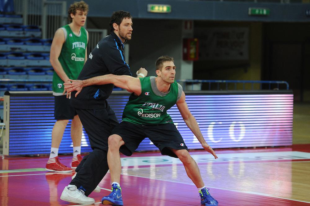 DESCRIZIONE : Pesaro allenamento All star game 2012 <br /> GIOCATORE : David Chiotti<br /> CATEGORIA : difesa equilibrio<br /> SQUADRA : Italia<br /> EVENTO : All star game 2012<br /> GARA : allenamento Italia<br /> DATA : 09/03/2012<br /> SPORT : Pallacanestro <br /> AUTORE : Agenzia Ciamillo-Castoria/GiulioCiamillo<br /> Galleria : Campionato di basket 2011-2012<br /> Fotonotizia : Pesaro Campionato di Basket 2011-12 allenamento All star game 2012<br /> Predefinita :