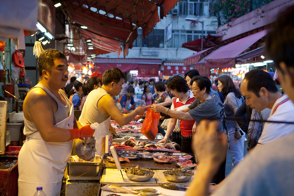 Mcc0034623 .  Daily Telegraph..Food market on Wan Chai Road, in the Causeway Bay area of central Hong Kong...Hong Kong 6 October 2011