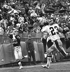 Oakland Raiders Fred  Biletnikoff<br />(1972 photo/Ron Riesterer)