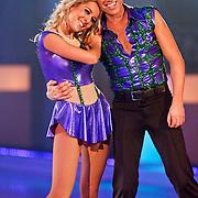 NLD/Hilversum/20110204 - 2e Liveshow Sterren Dansen op het IJs 2011, Michael Boogerd en schaatspartner Darya Nucci