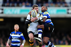 Willie Le Roux of Wasps competes with Semesa Rokoduguni of Bath Rugby for the ball in the air - Mandatory byline: Patrick Khachfe/JMP - 07966 386802 - 04/03/2017 - RUGBY UNION - The Recreation Ground - Bath, England - Bath Rugby v Wasps - Aviva Premiership.