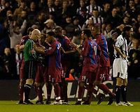 Fotball<br /> England 2004/2005<br /> Foto: BPI/Digitalsport<br /> NORWAY ONLY<br /> <br /> West Bromwich Albion v Crystal Palace<br /> Barclays Premiership. 01/02/2005.<br /> Crystal Palace players surround referee Dermot Gallagher in protest after Gonzalo Sorondo was shown the red card.