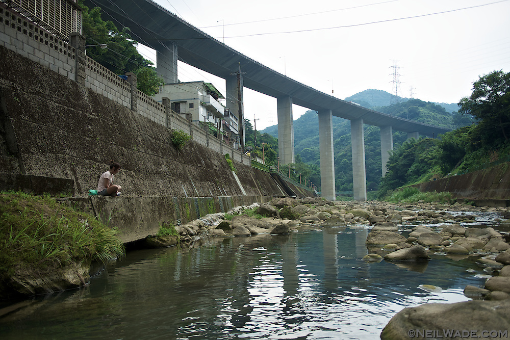 The new National Route 3 runs over Shiding, Taiwan.  It rises over 70m from the valley floor.
