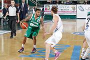 DESCRIZIONE : Avellino Lega A 2015-16 Sidigas Avellino Dolomiti Energia Trentino Trento<br /> GIOCATORE : Taurean Green<br /> CATEGORIA :  palleggio<br /> SQUADRA : Sidigas Avellino <br /> EVENTO : Campionato Lega A 2015-2016 <br /> GARA : Sidigas Avellino Dolomiti Energia Trentino Trento<br /> DATA : 01/11/2015<br /> SPORT : Pallacanestro <br /> AUTORE : Agenzia Ciamillo-Castoria/A. De Lise <br /> Galleria : Lega Basket A 2015-2016 <br /> Fotonotizia : Avellino Lega A 2015-16 Sidigas Avellino Dolomiti Energia Trentino Trento