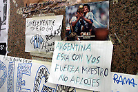 19/04/04 - DIEGO MARADONA WAS INTERNED AT HOSPITAL - Buenos Aires - Argentina. <br /> The ex Argentinean football player was interned at hospital yestarday night.<br /> Here NOTES FROM MARADONA'S FANS outisde the clinic.<br /> Foto: Digitalsport/Argenpress<br /> NORWAY ONLY