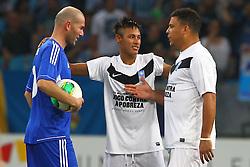 ZInedine Zidane, Neymar e Ronaldo Nazario durante a 10ª edição do Jogo Contra a Pobreza - Match Against Poverty, na Arena do Grêmio, em Porto Alegre. FOTO: Lucas Uebel/Preview.com