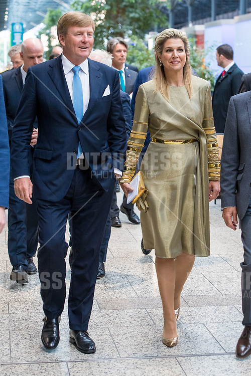 Koning Willem-Alexander en koningin Maxima tijdens een bezoek aan Dogspatch Labs in Dublin, op dag 1 van het 3-daags staatsbezoek van het Nederlands Koningspaar aan Ierland.