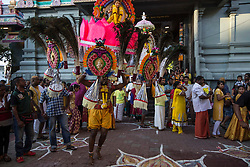 © Licensed to London News Pictures. 24/01/2016 Ipoh, Malaysia. A devotee carrying a kavadi dances as he arrives at Kallumalai Murugan Temple in Ipoh, Malaysia, during the Thaipusam Festival, Sunday, Jan. 24, 2016. Photo credit : Sang Tan/LNP