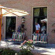 NLD/Wassenaar/20050717 - Fotosessie prins Willem - Alexander, prinses Maxima, Amalia en Alexia, terras de Horsten
