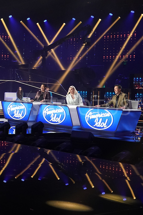 """AMERICAN IDOL – """"414 (Oscar Nominated Songs)"""" – The top 12 contestants perform Oscar®-nominated songs in hopes of securing America's vote into the top nine on an all-new episode of """"American Idol,"""" airing live coast-to-coast on SUNDAY, APRIL 18 (8:00-10:00 p.m. EDT), on ABC. (ABC/Eric McCandless)<br /> LIONEL RICHIE, KATY PERRY, LUKE BRYAN"""