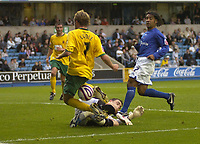 Photo: Matt Bright/Sportsbeat Images.<br /> Millwall v Hartlepool United. Coca Cola League 1. 03/11/2007.<br /> Gary Liddle of Hartlepool has his shot stopped by  Lenny Pidgeley of Millwall