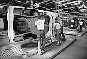 Nederland, Born, 15-10-1989Fabrikage bij Nedcar van de Volvo 340. Later worden hier modellen van Mitsubishi gemaakt.Foto: Flip Franssen/Hollandse Hoogte