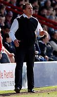 Photo: Daniel Hambury.<br />Brentford v Blackpool. Coca Cola League 1. 17/04/2006.<br />Brentford's manager Martin Allen sees his side drop points at home.