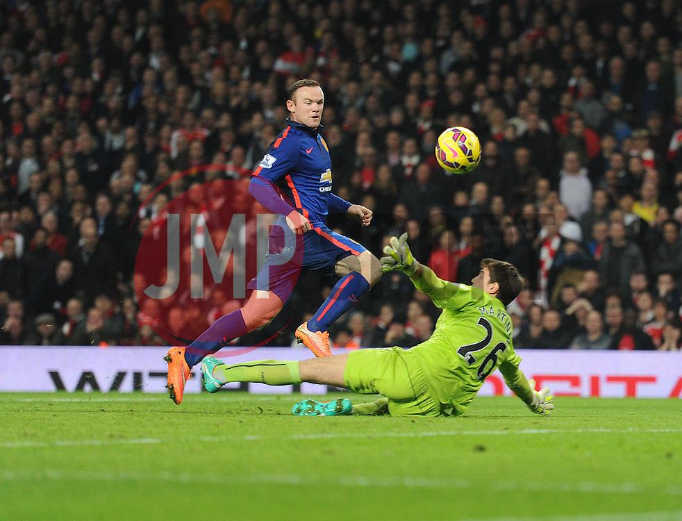 Manchester United's Wayne Rooney beats Arsenal's Damian Martinez to score. - Photo mandatory by-line: Alex James/JMP - Mobile: 07966 386802 - 22/11/2014 - Sport - Football - London - Emirates Stadium - Arsenal v Manchester United - Barclays Premier League