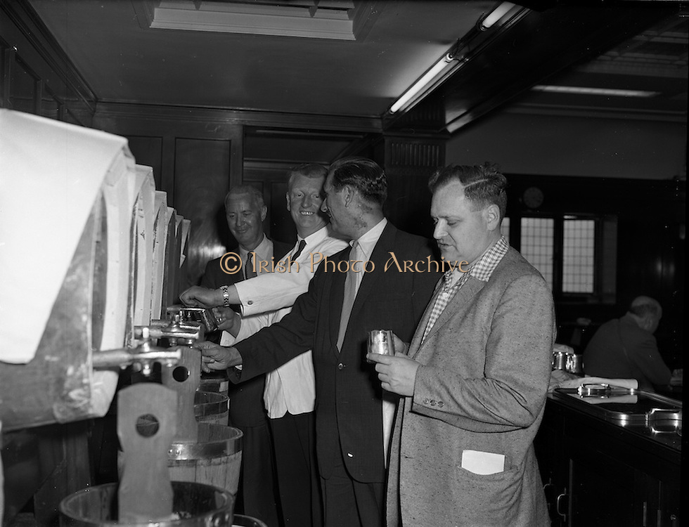 01/05/1958<br /> 05/01/1958<br /> 01 May 1958 <br /> Party of 30 U.S. journalists visit the Guinness Brewery, St. James's Gate, Dublin. On tour of the brewery, getting to taste