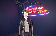 Jill Ritblat. This is Another Place. Tracey Emin opening. Modern Art. Oxford, 9 November 2002. © Copyright Photograph by Dafydd Jones 66 Stockwell Park Rd. London SW9 0DA Tel 020 7733 0108 www.dafjones.com