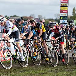 2019-11-03: Cycling: Superprestige: Ruddervoorde: Full speed entering the fields