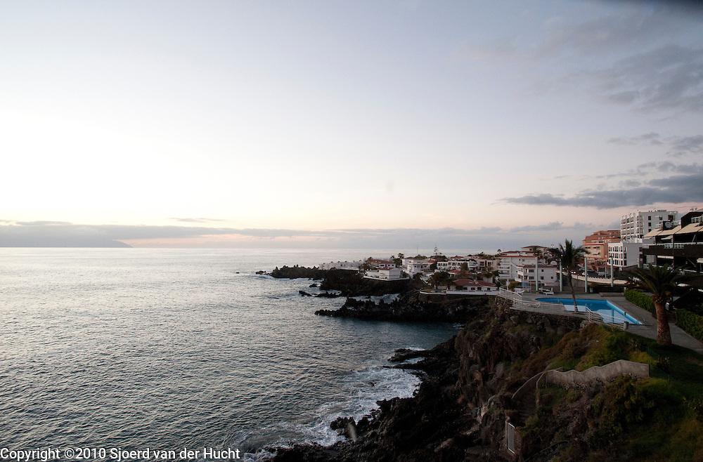 Zonsondergang aan de kust van Puerto Santiago, Tenerife, Spanje-Sunset at the coast of Puerto Santiago, Tenerife, Spain