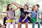 Where is George? (der Dackel) Auf dem Baumhausdach. Und: Where is the swing? Aehm?? da oder da? Die Kinder zeigen in unterschiedliche Richtungen. English im Garten/Spielplatz der Schule. Die Kinder legen im Zeichnen erst kleine Mandalas aus zb Kastanien... ect.. und dann einen grossen WWF Panda.<br />Schule Loehringen am 20. September 2018.<br />Photo Siggi Bucher