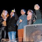 NLD/ENSCHEDE/20121224 - SERIOUS REQUEST DAG 7 EINDSTAND - GIEL,GERARD EN MICHIEL ZIEN HUN VROUWEN WEER