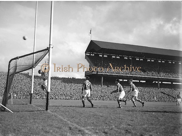 Meath send the ball flying over the Kerry goal during the Kerry v Meath All Ireland Senior Gaelic Football Final, 26th September 1954. Meath 1-13 Kerry 1-7.