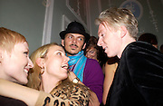 Jade Parfait, Bay Garnett, Matthew Williamson and Philip Treacy. The Vogue List, celebrated by Vogue and Motorola. 33 Portland Place. 3 November 2004. ONE TIME USE ONLY - DO NOT ARCHIVE  © Copyright Photograph by Dafydd Jones 66 Stockwell Park Rd. London SW9 0DA Tel 020 7733 0108 www.dafjones.com