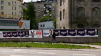 Bialystok, 26.05.2020. Plakaty wyborcze kandydatow w wyborach prezydenckich 2020 Roberta Biedronia oraz Wladyslawa Kosiniaka-Kamysza na plocie w centrum miasta fot Michal Kosc / AGENCJA WSCHOD