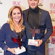 NLD/Amsterdam/20160118 -  Beau Monde Awards 2016, Angela Groothuizen en Jim Bakkum met hun award