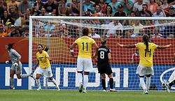 10.07.2011, Glückgas Stadion, Dresden,  GER, FIFA Women Worldcup 2011, Viertelfinale , Brasil (BRA) vs USA (USA)  im Bild   Jubel Brasilien nach dem Elfmeter durch Marta (BRA) zum 1:1 Ausgleich .//  during the FIFA Women Worldcup 2011, Quarterfinal, Germany vs Japan  on 2011/07/10, Arena im Allerpark , Wolfsburg, Germany.  .EXPA Pictures © 2011, PhotoCredit: EXPA/ nph/  Hessland       ****** out of GER / CRO  / BEL ******