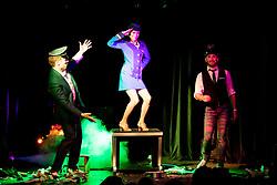 "21.11.2016, Schubert Theater, Wien, AUT, Zaubershow, Die Ehrlichen Betrüger - Catch Us If You Can, im Bild v.l. Paul Sommersguter, Luciana Oliveira Sousa, Philipp Tawfik // during the magic show ""Die Ehrlichen Betrüger - Catch Us If You Can"" at the Schubert Theater, Vienna, Austria on 2016/11/21, EXPA Pictures © 2016, PhotoCredit: EXPA/ Sebastian Pucher"