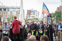 23 August 2018, Amsterdam, Netherlands: Miriam Struyk, Director of Programs at PAX, a Dutch peace organization working in 14 conflict areas, from Syria to Sudan and from Colombia to Ukraine, speaks at the end of the Walk of Peace. A ìWalk of Peaceî on 23 August in Amsterdam gathers hundreds of young people and religious leaders who, as they stroll together, celebrating the ecumenical movement and challenging each other to accomplish even more. The walk offers moments of reflection and prayer at several houses and buildings - including a synagogue, the Santí Egidio Community, the Armenian Church, and many others - all of which carried stories of blessings, wounds and transformation.