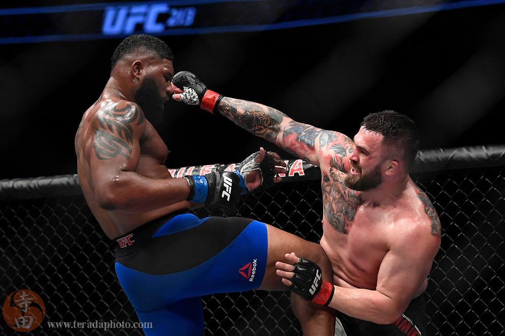 July 8, 2017; Las Vegas, NV, USA; Daniel Omielanczuk (red gloves) fights Curtis Blaydes (blue gloves) during UFC 213 at T-Mobile Arena. Blaydes def. Omielanczuk via unanimous decision (30-27, 30-27, 30-27).