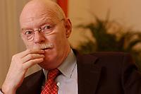 15 JAN 2003, BERLIN/GERMANY:<br /> Peter Struck, SPD, Bundesverteidigungsminister, waehrend einem Interview, in seinem Buero, Bundesministerium der Verteidigung<br /> Peter Struck, Federal Minister of Defense, during an interview, in his office<br /> IMAGE: 20030115-04-039