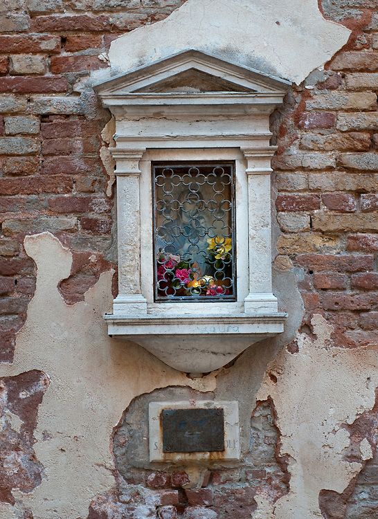 Votive shrines in Venice for the first time in history were used as well as street light in crucial places of the streets.