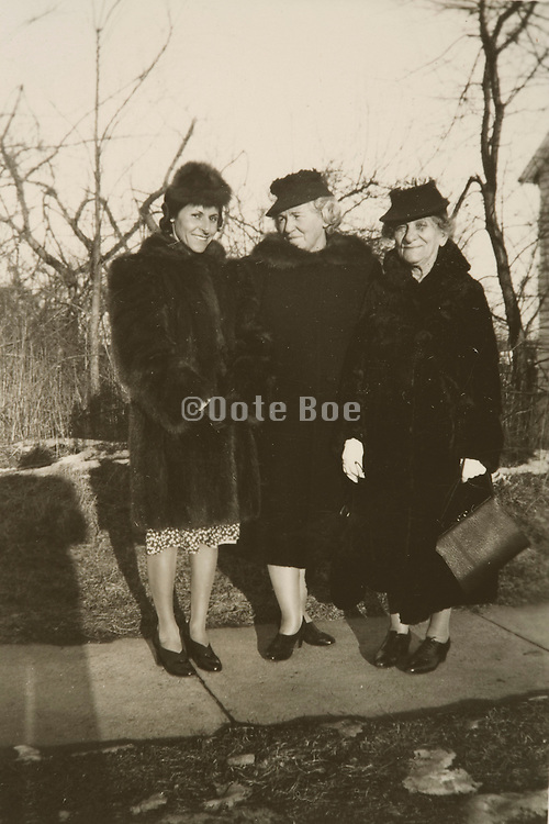 the 3 generations daughter mother grandmother 1941