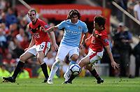 Fotball<br /> Foto: Fotosport/Digitalsport<br /> NORWAY ONLY<br /> <br /> Carlos Tevez<br /> Manchester City 2009/10<br /> Ji Sung Park Manchester United<br /> Manchester United V Manchester City (4-3) 20/09/09<br /> The Premier League