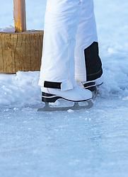 THEMENBILD - eine Nahaufnahme von Eislaufschuhen am gefrorenen See, aufgenommen am 01. März 2018, Ort, Österreich // a close-up of ice skates on the frozen lake on 2018/03/01, Saalfelden, Austria. EXPA Pictures © 2018, PhotoCredit: EXPA/ Stefanie Oberhauser
