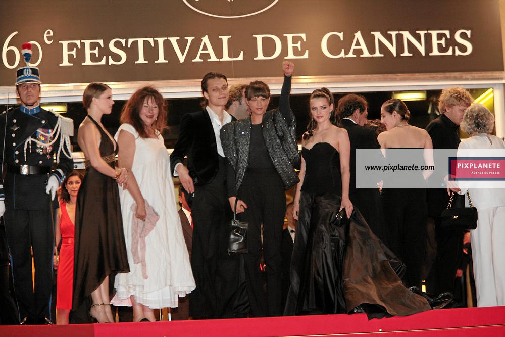 Asia Argento - Catherine Breillat - Fu'ad Ait Aattou - Roxane Mesquida - Claude Sarraute - Yolande Moreau - Amira Casar - Lio - Montée des marches de Une vieille maitresse - Festival de Cannes - Montée des marches - 25/05/2007 - JSB / PixPlanete