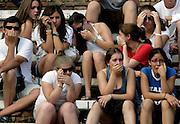 V. 16. Valencia, 18/07/06. Un grupo de jovenes contemplan con desagrado la primera corrida de toros celebrada hoy en el coso valenciano con motivo de la feria de Julio. EFE/Kai Försterling