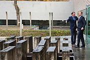 Koning Willem Alexander opent het vernieuwde herinneringscentrum van Nationaal Monument Kamp Vught.Kamp Vught was tijdens de Tweede Wereldoorlog het enige SS-concentratiekamp in bezet west-Europa. <br /> <br /> King Willem Alexander opens the renovated memorial center of National Monument Camp Vught. Camp Vught was the only SS concentration camp in occupied western Europe during the Second World War.<br /> <br /> Op de foto / On the photo:  Koning Willem-Alexander krijgt een rondleiding van directeur Jeroen van den Einde door de tentoonstelling over Kamp Vught. //// King Willem-Alexander is given a tour by director Jeroen van den Einde through the exhibition about Camp Vught.