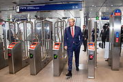AMSTERDAM, 25-09-2020, Metro Amsterdam<br /> <br /> Koning Willem Alexander tijdens een werkbezoek aan de Noord/Zuidlijn in Amsterdam. De Noord/Zuidlijn, officieel metro 52, werd in juli 2018 in gebruik genomen en loopt over een lengte van 9.7 kilometer via acht stations van Amsterdam-Noord naar station Amsterdam Zuid. <br /> <br /> King Willem Alexander during a working visit to the North / South line in Amsterdam. The Noord / Zuidlijn, officially metro 52, was taken into use in July 2018 and runs for a length of 9.7 kilometers via eight stations from Amsterdam-Noord to Amsterdam Zuid station.